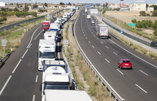 Un herido en un accidente por alcance entre un turismo y camión en la A-2 en Ribera d'Ondara