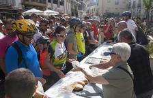 Mig centenar de ciclistes a Bellpuig, en contra del conflicte social i a favor de l'ecologia