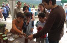 Un centenar de visites a la Fira de la Mel d'Abella de la Conca