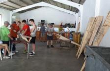Més de 250 persones al taller per construir falles a Vilaller