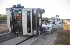 Cortado un carril de A-2 dos horas por una colisión en Ribera d'Ondara