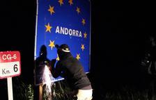 Independentistas arrancan una placa fronteriza de Andorra