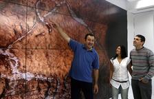 Hallan en una cueva vasca grabados paleolíticos únicos