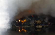 Es crema una nau amb tones de palla a Alcarràs
