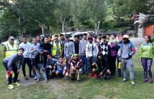 Campo de trabajo en Lladorre con 25 jóvenes de Barcelona