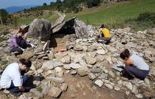 Última excavació al Dolmen de la Llosa