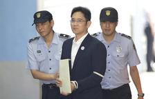 Condemnat per corrupció a cinc anys de presó l''hereu' de Samsung