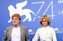 Robert Redford y Jane Fonda reinan en Venecia con su oda al amor maduro
