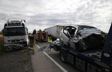 VÍDEO. Mor un jove de 20 anys de les Borges Blanques arran d'una col·lisió frontal amb un camió a l'N-240