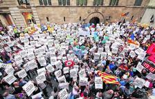 La Generalitat paga les nòmines i publica els llocs on votar