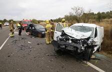 Dos heridos graves tras una colisión en Llardecans