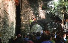 Fins a seixanta escaladors prenen les parets de les cases de la Vall de Boí
