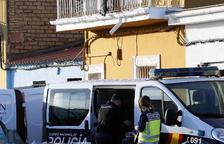 Una parella i una menor, enterrats en calç viva a la seua casa de Sevilla