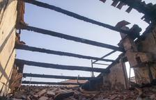 Desallotjats per un incendi en un habitatge de Castellserà