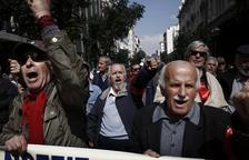 Els jubilats grecs protesten contra les successives retallades de pensions
