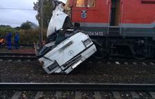 Un choque entre un tren y un autobús deja 19 muertos