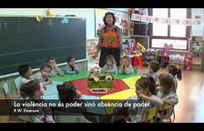 Vídeo pacifista de maestros de un colegio de Agramunt