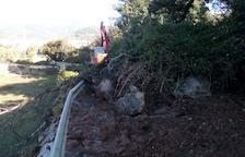 Quejas en el núcleo de La Bastida por desprendimientos en la carretera
