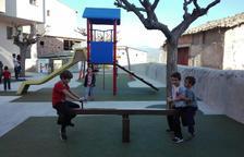 Peramola substitueix el parc infantil al quedar obsolet