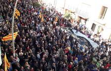 Vallfogona mostra el suport a Meritxell Serret en una protesta a l'ajuntament