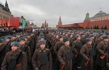 Marcha en Moscú por el centenario de la Revolución de Octubre