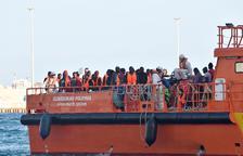 Salvamento Marítimo rescata a más de 100 personas de tres pateras en aguas andaluzas