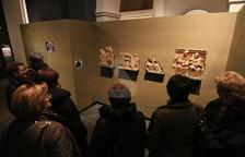 Visitants del Museu de Lleida observen aquest dimarts les obres originàries de Sixena.