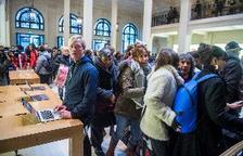 Ocupen una botiga d'Apple a París per denunciar l'evasió fiscal