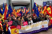 Centenars de persones celebren la Carta Magna a Brussel·les