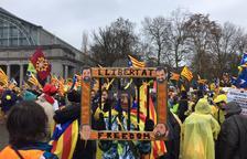 Imatge de Laura Garcia a l'arribada de l'inici de la manifestació de Brussel·les