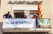 """L'ajuntament de la Fuliola canvia el cartell """"Llibertat presos polítics"""" per """"Tu ja m'entens..."""""""