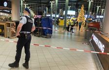 Caos en un aeroport per un home armat