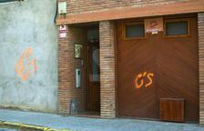 Denuncien grafitis a la façana d'habitatges
