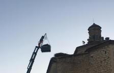 Retiren nius de cigonya de l'església de Seròs