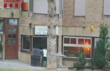 Desallotjats 40 veïns al cremar-se un restaurant en un edifici a Baqueira