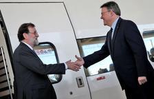 Rajoy inaugura l'AVE a Castelló i arriba amb retard per una avaria