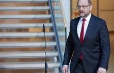 Merkel y Schulz se acercan en política europea pero chocan en materia laboral