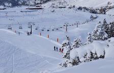 Esquiadors a les pistes de l'estació aranesa de Baqueira.