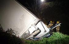 Herido un camionero al sufrir una aparatosa salida de vía en Torà