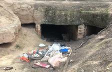 Alfés retira basuras de la zona de las trincheras