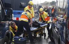 Los Mossos cargan contra una protesta de los CDR en la A-2