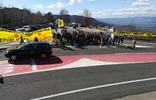 Unas 200 personas convacadas por el CDR del Pallars Jussà el jueves al mediodía en el puerto de Comiols.