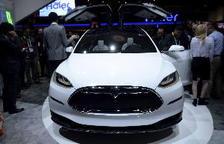 Tesla confirma que el seu vehicle circulava en automàtic quan va xocar als EUA