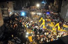 Diez muertos por el derrumbe de un edificio en la India