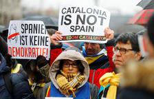 Puigdemont, desde la cárcel, llama a seguir adelante de forma pacífica