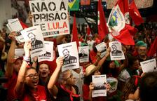Un juez brasileño exige a Lula que se entregue hoy