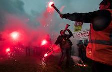 Els vaguistes francesos mantenen el pols contra el Govern