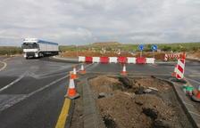 Construyen 2 grandes rotondas en los cruces de Alfés para evitar accidentes