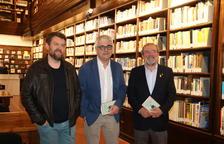 Francesc-Marc Álvaro; l'autor del llibre, Josep Martí; i el president de la Diputació, Joan Reñé.