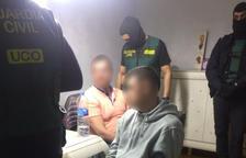 Imagen de dos de las 14 personas que han sido detenidas.